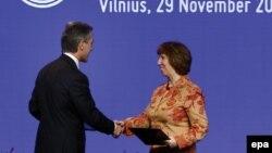 Premierul Iurie Leancă și coordonatoarea politicii externe a UE după parafarea acordului de asociere Moldova-UE, Vilnius, 29 noiembrie.
