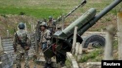 ԼՂ ՊԲ հրետանային ստորաբաժանման զինծառայողները Մարտունու մոտ, 7-ը ապրիլի, 2016թ․