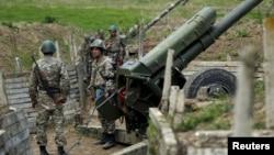 Լեռնային Ղարաբաղ - Պաշտպանության բանակի զինծառայողները Մարտունու մոտ, ապրիլ, 2016թ․