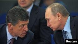 Dmitri Kozak (solda) və Vladimir Putin