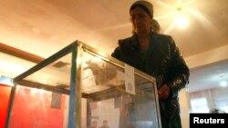 Голосование на избирательном участке в Душанбе. 6 ноября 2013 года.