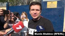 Илья Яшин вышел на свободу из спецприемника