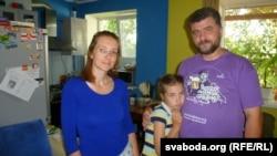 Ялінка Салаўёва разам з татам і мамай