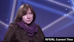 Գրող Սվետլանա Ալեքսիևիչը հարցազրույց է տալիս «Ազատության» «Նաստոյաշչեե Վրեմյա» հեռուստաալիքին