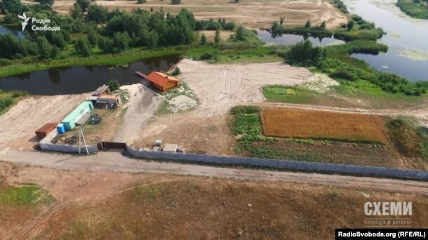 Земельна ділянка родички очільника селища Козин