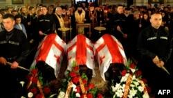 Гражданская панихида по троим погибшим военнослужащим грузинского миротворческого контингента в Афганистане прошла в церкви Кашвети в центре Тбилиси