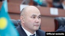 Данияр Толонов.