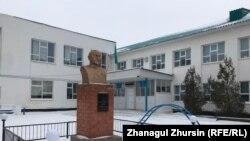 Во дворе школы имени Ургенишбаева в Шалкаре. Актюбинская область, 28 января 2019 года.