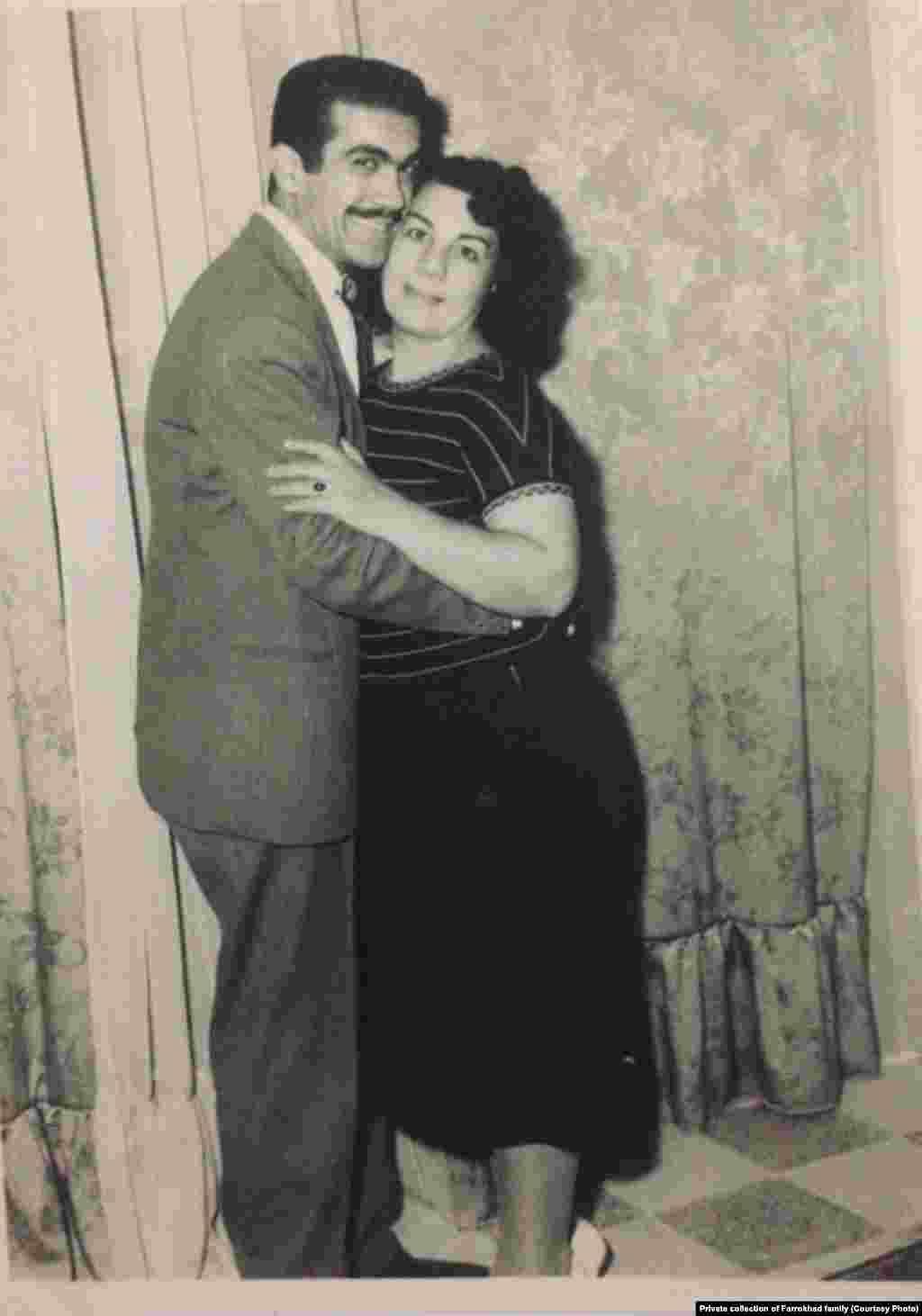 فریدون فرخزاد در سالهای جوانی کنار مادرش، توران وزیری تبار