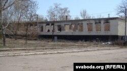 Зруйнаваная школа ў Станіцы Луганскай (фота Сяргея Целіжэнкі)