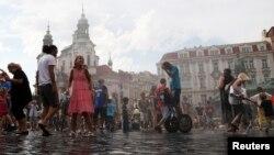 Жители Чехии в центре Праги