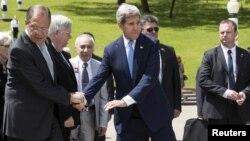 Сергей Лавров и Джон Керри во время встречи в Сочи, 12 мая 2015 г.