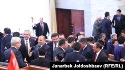 Kyrgyzstan-Bishkek, Jogorku Kenesh, 28Oct2015