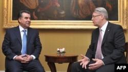 Мулоқот бо президенти Латвия Валдис Залтерс дар РигаҶ 9 феврали соли 2009.