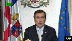 Михаил Саакашвили объявляет о досрочных выборах президента Грузии по единственному работающему национальному каналу