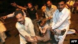 انفجار بمبی در روز شنبه ۲۸ مهر ماه، در يک بازار در شهر داربوگتی، در استان بلوچستان پاکستان، منجر به کشته شدن دستکم هفت نفر شد.