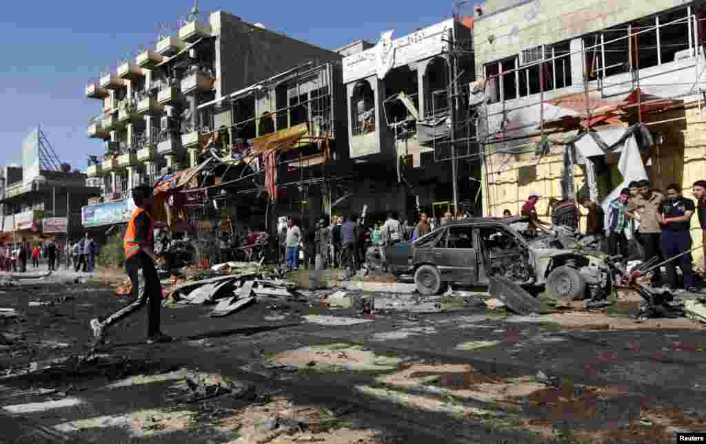 На місці одного з вибухів у шиїтському районі Багдада Аль-Машталь, 19 березня 2013 року