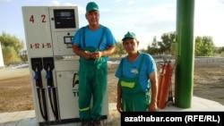 Türkmenistanyň nebit-gaz pudagyndaky özgertmeler energiýa serişdeleriniň dünýä bazaryndaky bahalarynyň peselmeginiň çäginde bolup geçýär
