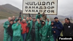 Amenia - Opposition leader Nikol Pashinian (C) and his supporters pose for a photograph outside Vanadzor, 3 April 2018.