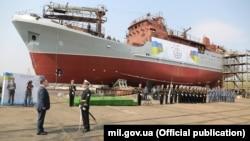 Це «середній розвідувальний корабель, аналогу якого немає в Україні – по оснащенню та можливостях виконувати задачі», заявив міністр оборони України Степан Полторак