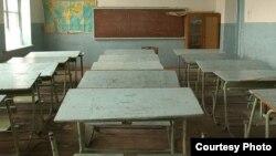 С 16 марта узбекистанских школьников отправили на каникулы из-за пандемии коронавируса. С 30 марта запустилась первая телетрансляция уроков для школьников.