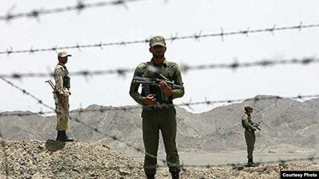 سربازان ایرانی در یک نقطه مرزی در استان سیستان و بلوچستان.
