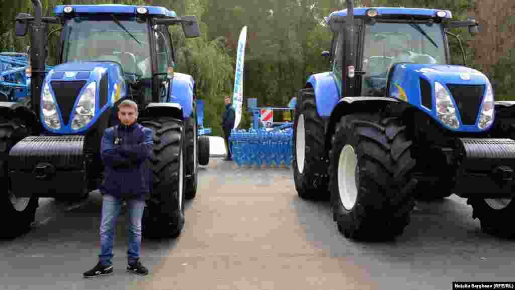 Tractoare și fermieri...
