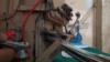 Рабочий холодильник из картона. Лайфхак от йеменского школьника (видео)
