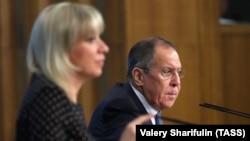 Глава МИД России Сергей Лавров и представитель МИД Мария Захарова на одной из пресс-конференций (архивный снимок)