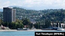 Несмотря ни на что, туристский сектор развивается, со сложностями, но имеющиеся показатели свидетельствуют о том, что сегодня туризм играет важную роль в развитии экономики Абхазии