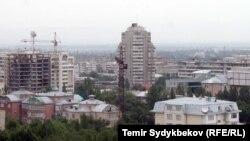 Строящиеся объекты в Бишкеке, столице Кыргызстана.