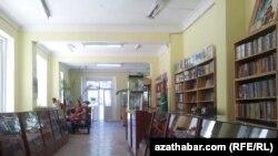 Türkmənistanda bir kitab dükanı