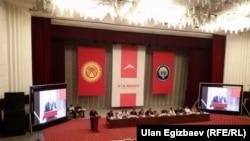 """Қырғызстанның """"Ата-Мекен"""" партиясының сайлау алдындағы құрылтайы. Бішкек, 16 қыркүйек 2015 жыл."""