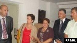 Porodice iz sarajevskog naselja Grbavica dobile ključeve obnovljenih stanova