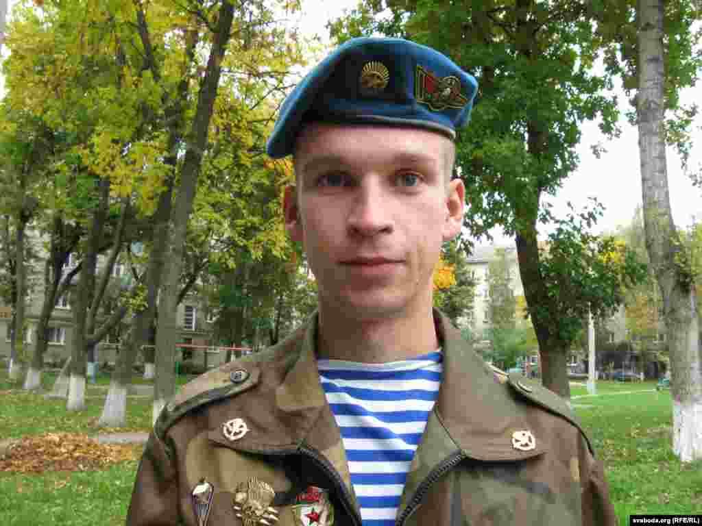 """2 кастрычніка, субота - Палітпрызыўнік Андрусь Цянюта атрымаў """"базавы"""" адпачынак."""