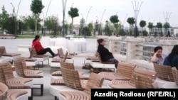Ağ Şəhər bulvarı