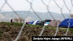 Migrantët në pritje të hapjes së kufirit