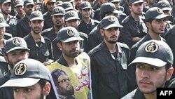 رسانه های آمريکايی روز چهارشنبه گزارش داده اند که دولت آمريکا تصميم گرفته است، سپاه پاسداران انقلاب اسلامی ايران را در فهرست سازمان های تروريستی قرار دهد