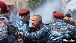 Armenia - Police detain opposition parliamentarian Sasun Mikaelian during an anti-government rally in Yerevan, 22 April 2018.