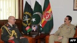 د پاکستاني پوځ مشر جنرال راحیل شریف او د هغه افغان سیال جنرال شیر محمد کریمي
