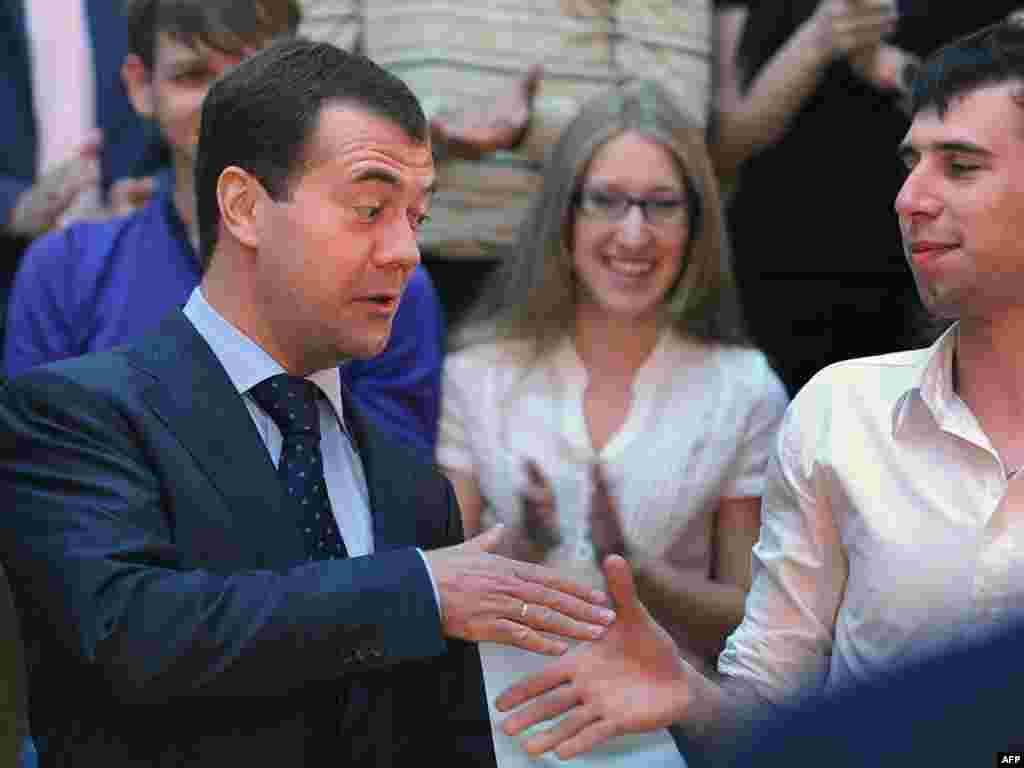 Дмитрий Медведев приветствует студентов Тихоокеанского государственного университета в Хабаровске - Дмитрий Медведев приветствует студентов Тихоокеанского государственного университета в Хабаровске