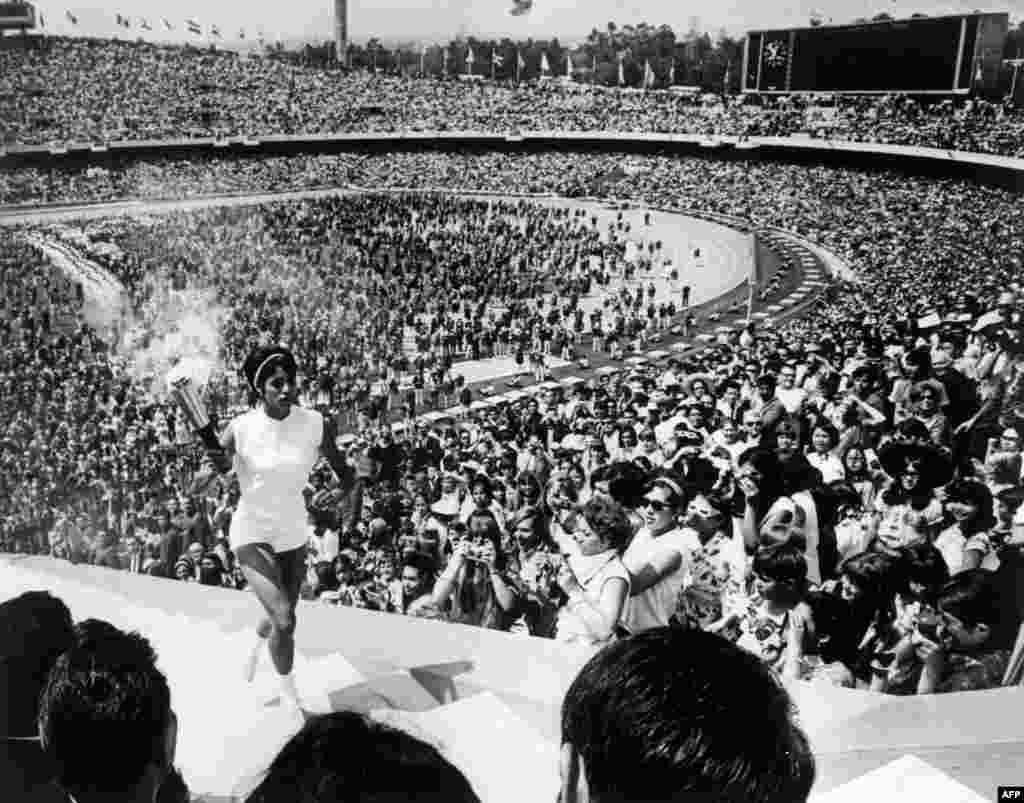 Mexican hurdler Norma Enriqueta Basilio de Sotelo becomes the first woman to light the Olympic flame in Mexico City in October 1968.