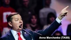 На виборах 31 березня Олег Ляшко показав свій заповнений бюлетень. Це заборонено законом