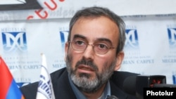 Armenia - Zhirayr Sefilian, the leader of the Founding Parliament opposition movement, at a news conference in Yerevan, 26Mar2015.