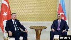 Встреча премьер-министра Турции Реджепа Эрдогана с презмдентом Азербайджана Ильхамом Алиевым в Баку (архивыное фото)