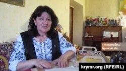 Гульнара Бекирова за работой для акции «Дорога в Крым»