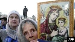 За неделю до киевских митингов улицы Донецка заполнили те, кто молится на Януковича