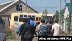 Похороны Рахымжана Махатова. Вынос останков тела из отчего дома. Актобе, 20 мая 2011 года.