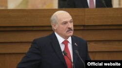 Belarus -- Belarusian President Alyaksandr Lukashenka addresses a session of parliament in Minsk, October 7, 2016