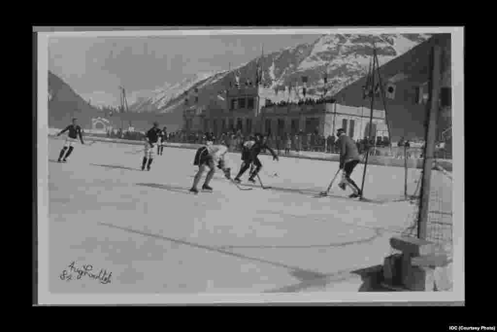 Czechoslovakia plays against Switzerland in hockey